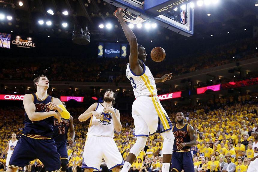 Draymond Green of the Golden State Warriors dunking against the Cleveland Cavaliers in the first half during Game One of the 2015 NBA Finals on June 4, 2015, in Oakland, California. -- PHOTO: AFP
