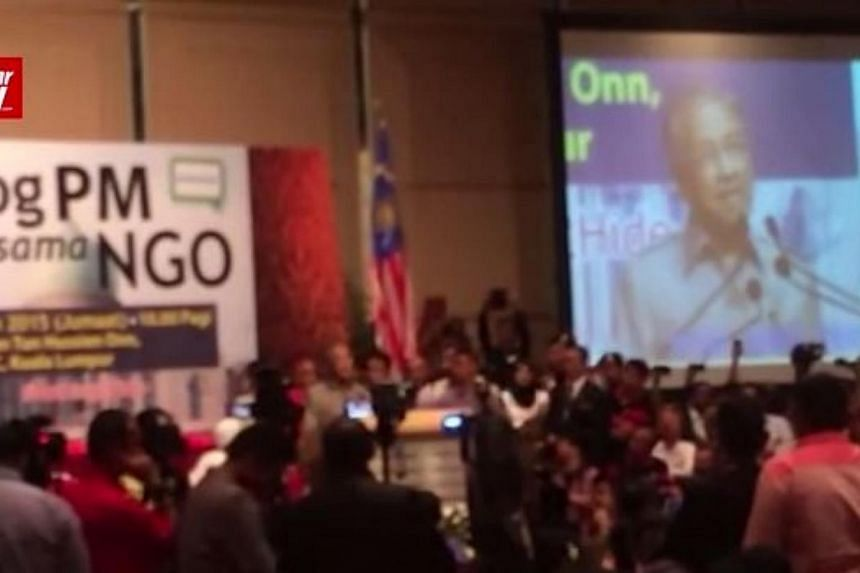 Tun Dr Mahathir Mohamad stole the show when he addressed a crowd at an dialogue which was supposed to have featured Datuk Seri Najib Razak fielding questions on issues surrounding the troubled 1MDB. -- PHOTO: SCREENGRAB FROM VIDEO/ THE STAR/ ASIA NEW