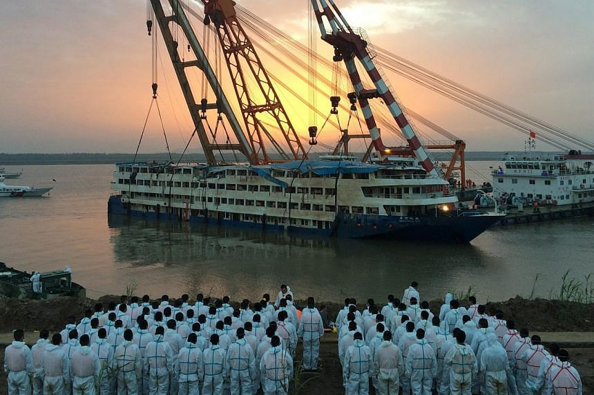 Paramilitary policemen waiting to pick up bodies of victims after the cruise ship Dong Fang Zhi Xing, which capsized in the Yangtze River, was righted in Jianli county, Hubei province, on June 5, 2015. -- PHOTO: EPA