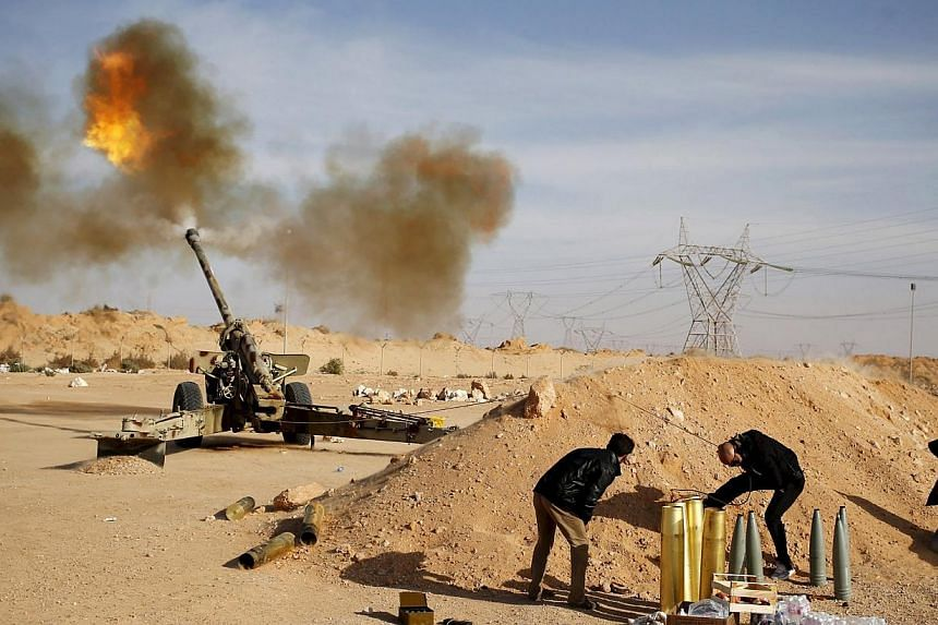 Libya Dawn fighters fire an artillery cannon at Islamic State in Iraq and Syria (ISIS) militants near Sirte on March 19, 2015. ISIS has seized another town in Libya, the group and a military source said on Friday, June 5, 2015. -- PHOTO: REUTERS