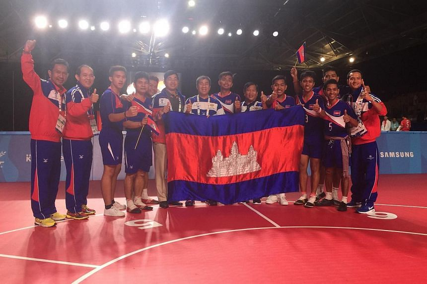 Cambodia clinched the gold in the Chinlone-linking event of the sepak takraw competition on June 6, 2015, beating Laos 308-299. Singapore settled for a joint-bronze after finishing fourth. -- ST PHOTO: DEEPANRAJ GANESAN