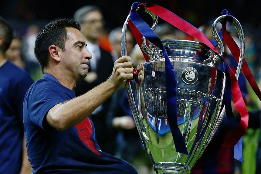 Barcelona's Xavi celebrates with the Champions League trophy after winning the UEFA Champions League Final between FC Barcelona and Juventus at the Olympiastadion, in Berlin, Germany, on June 6, 2015. -- PHOTO: REUTERS