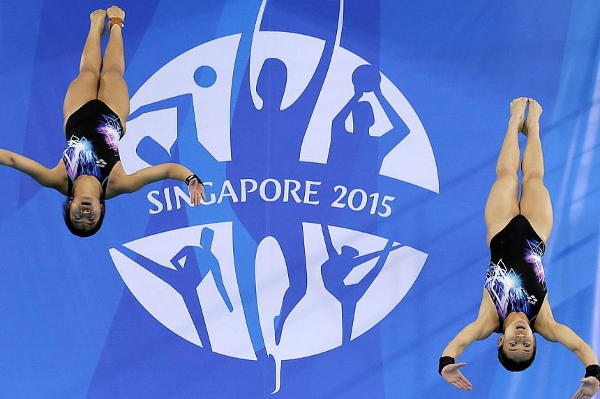 Malaysia's Leong Mun Yee (right) and Traisy Vivien Tukiet swept the gold medal in the women's 10m synchronised platform competition at the 28th SEA Games on June 7, 2015. -- PHOTO: REUTERS