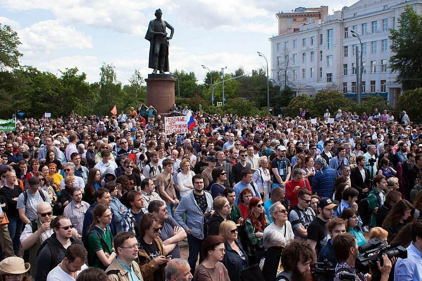 People take part in an anti-government demonstration called by Russian scientists in Moscow on June 6, 2015, amid fears that after cracking down on the media, rights activists and the opposition, the Kremlin is now training its sights on science. --