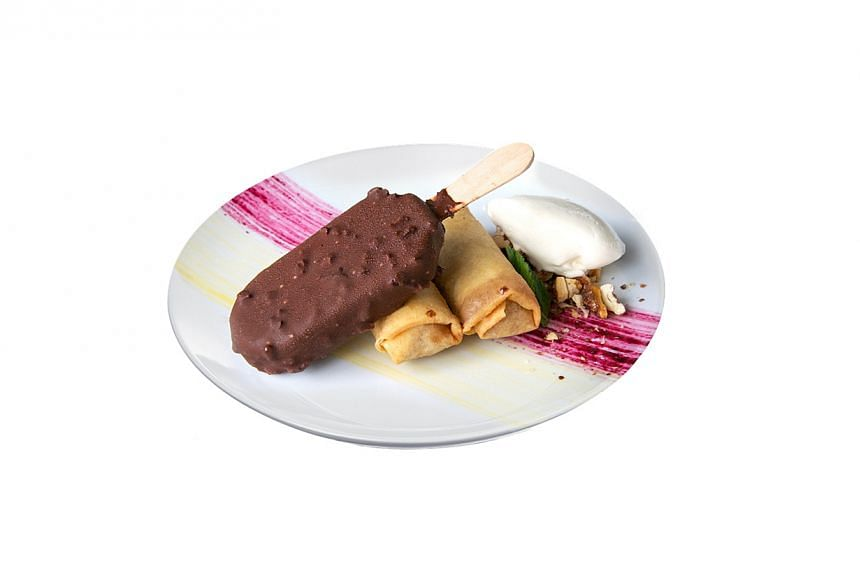 Harry Parr created a mirror-panelled room for the launch of the new Magnum Infinity ice cream, served as a dessert with apple spring roll and rum-infused passionfruit and blackberry sauce (below).