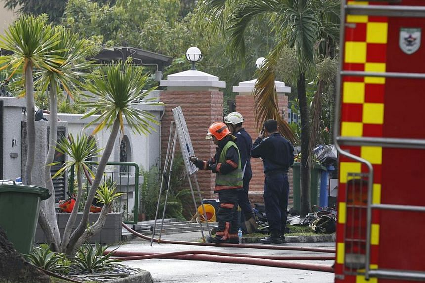 A fire broke out at a house in Yio Chu Kang early on Tuesday morning, injuring at least six people. -- ST PHOTO: LAU FOOK KONG