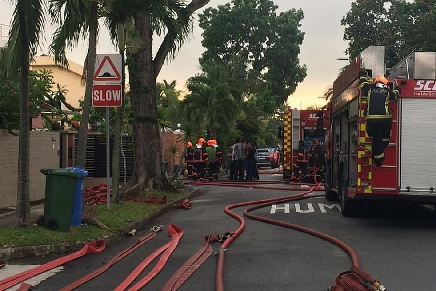 A fire broke out at a house in Yio Chu Kang early on Tuesday morning, injuring at least six people. -- ST PHOTO: HOE PEI SHAN