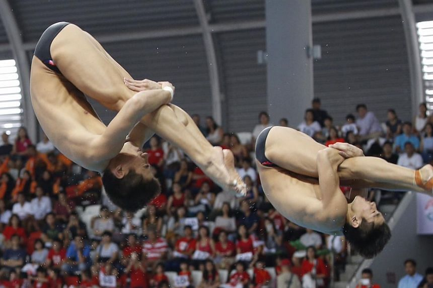 Singapore's diving twins Mark and Timothy Lee in action in the men's 3m synchronised springboard final of the 28th SEA Games at the OCBC Aquatic Centre on June 9, 2015. -- ST PHOTO: KEVIN LIM