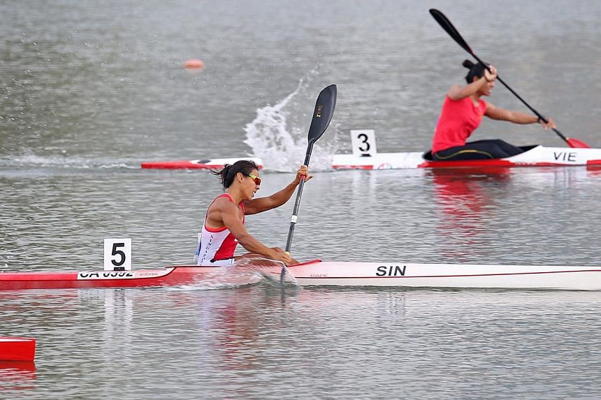 Singapore's Sarah Chen powering ahead to win the women's K1 200m race on June 9, 2015, one of two golds the Republic won on the final day of the SEA Games canoe competition. -- ST PHOTO: SEAH KWANG PENG
