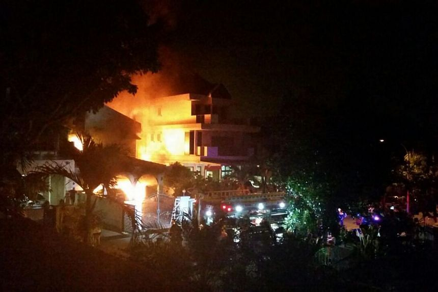 The Singapore Civil Defence Force (SCDF) was alerted to the fire at Parry Avenue at about 3am. -- PHOTO: WANBAO READER