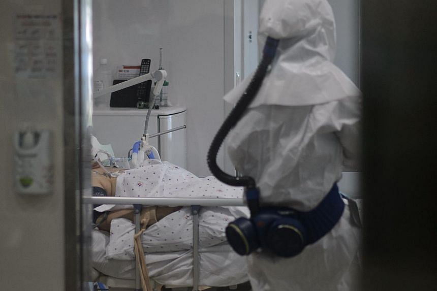 A medical worker wearing a protective suit entering the room of a patient suffering from the Middle East Respiratory Syndrome (Mers) in an isolation ward at the Seoul Medical Centre on June 10, 2015. -- PHOTO: AFP