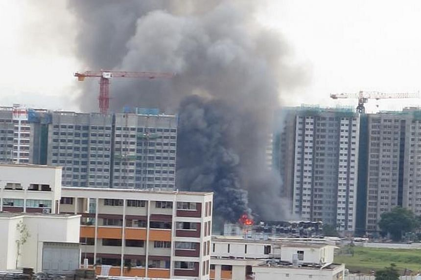 A fire broke out at a construction site for a Build-to-Order estate at Keat Hong Link Road on Thursday morning. Large plumes of smoke could be seen from the neighbouring estate of Bukit Batok. -- PHOTO: FAIZAL HASSAN