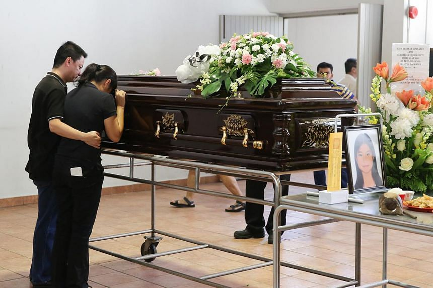 Parents of Rachel Ho sharing a last moment with their daughter at the cremation of Sabah earthquake victim Rachel Ho Yann Shiuan at Tse Tho Aum Temple on June 11, 2015. -- ST PHOTO: ONG WEE JIN