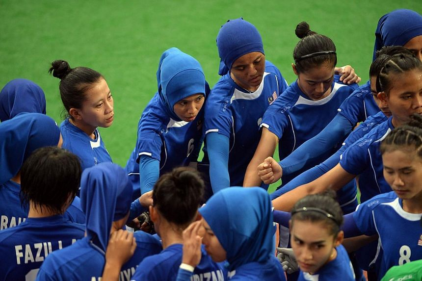 Malaysia's field hockey team huddle before the women's gold medal match against Thailand at the 28th Southeast Asian Games (SEA Games) in Singapore on June 12, 2015. -- PHOTO: AFP