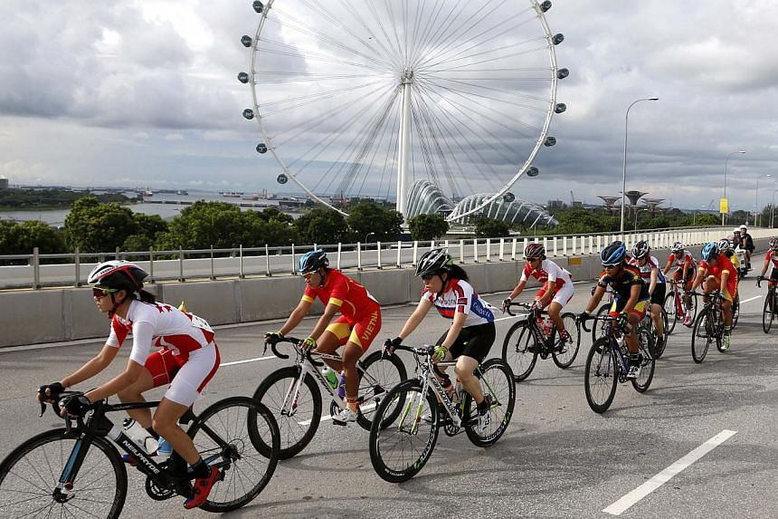 Singapores Lee Jer Ling Serene (L) in the Women's Mass Start Road Race Final. -- PHOTO: SINGAPORE SEA GAMES ORGANISING COMMITTEE/ACTION IMAGES VIA REUTERS