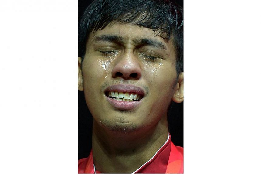 Alfian shedding tears of joy after his win. -- ST PHOTO: KUA CHEE SIONG