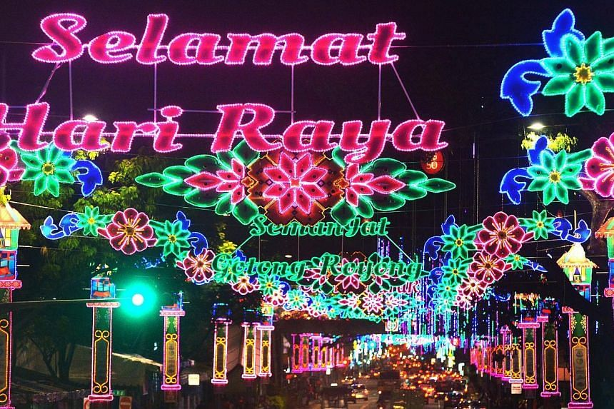The Singapore Police Force (SPF) has issued an advisory for members of the public headed to the Hari Raya Bazaar at Geylang Serai. -- PHOTO: ST FILE