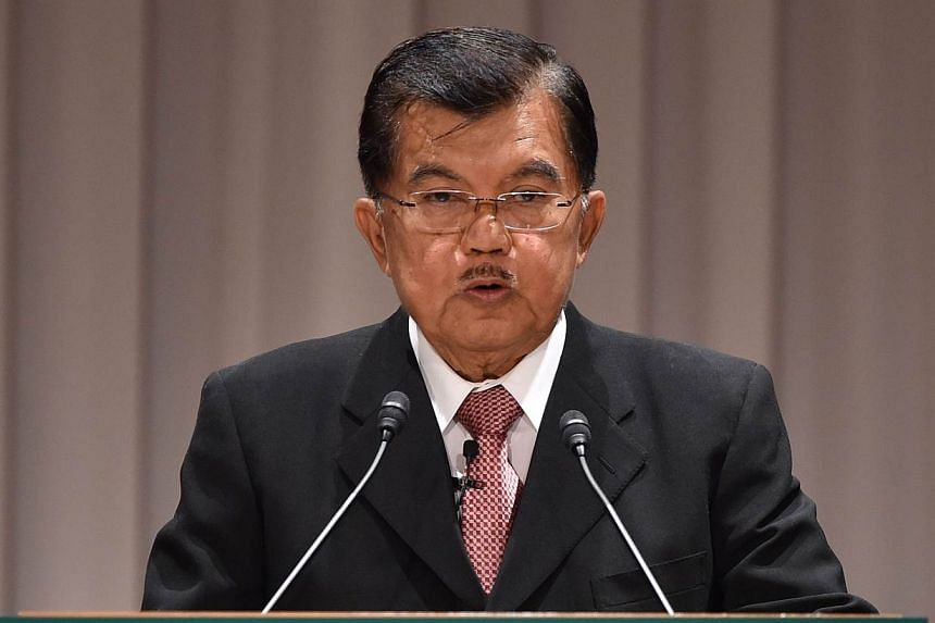 "Indonesia's Vice President Jusuf Kalla warned on Monday that paying people-smugglers would amount to ""bribery"" after Australia was accused of handing out money to turn back a boatload of asylum-seekers. -- PHOTO: AFP"