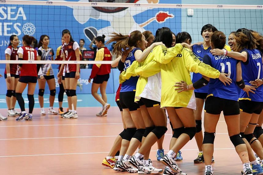 The Thailand team (front) celebrates winning the gold.Thailand claimed the SEA Games women's volleyball gold on Monday evening at the OCBC Arena Hall 2. -- PHOTO: REUTERS