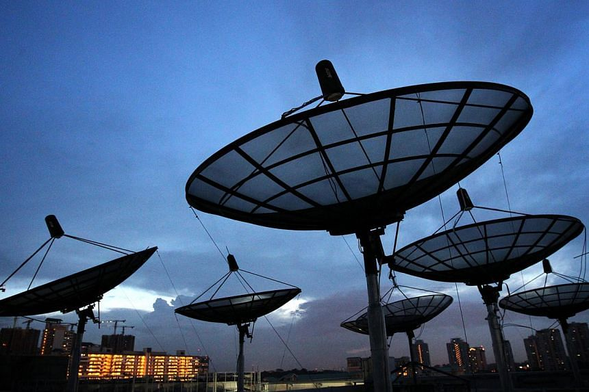 From April 2017, all 2G voice and messaging services will end in Singapore as the airwave-starved island moves to reuse existing 2G airwaves to boost the capacity and speeds of newer 4G services. -- PHOTO: BUSINESS TIMES