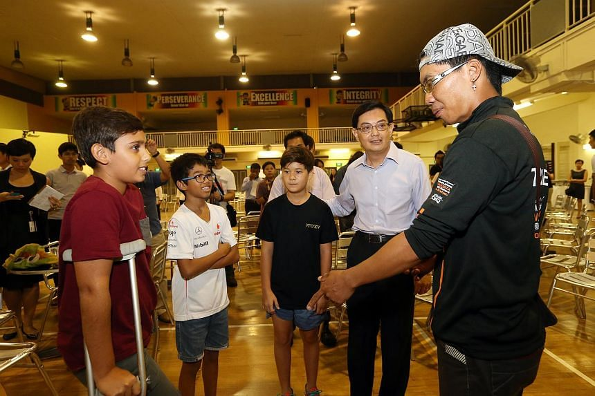 Mountain Torq trainer Hillary Augustinus (right) speaking  with (from left)  Tanjong Katong Primary School pupil Jayden Francis, Andrew Mathieu Giovanna Ramu, the younger brother of deceased Emilie Giovanna Ramu, Tristan Jun, and Education Minister H