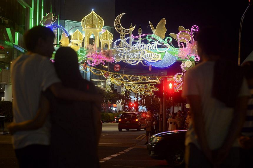 The street light-up in Tampines Central 5 coincided with the launch of a Hari Raya bazaar at the field next to Tampines MRT station, as well as that of Project Ramadan Food Hamper 2015 – a community-led exercise to collect food donations for the ne
