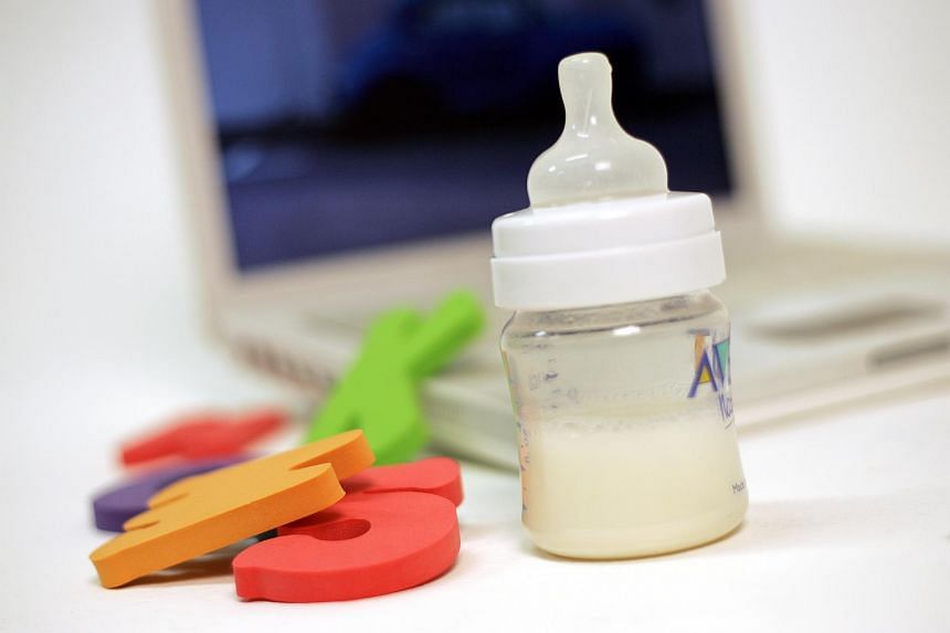 Experts have warned that a growing online craze for breast milk poses serious health risks and unpasteurised breast milk can expose consumers to infectious diseases, including hepatitis, HIV and syphilis.