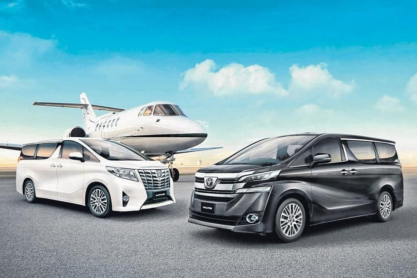 Toyota Alphard (left) and Toyota Vellfire (right).