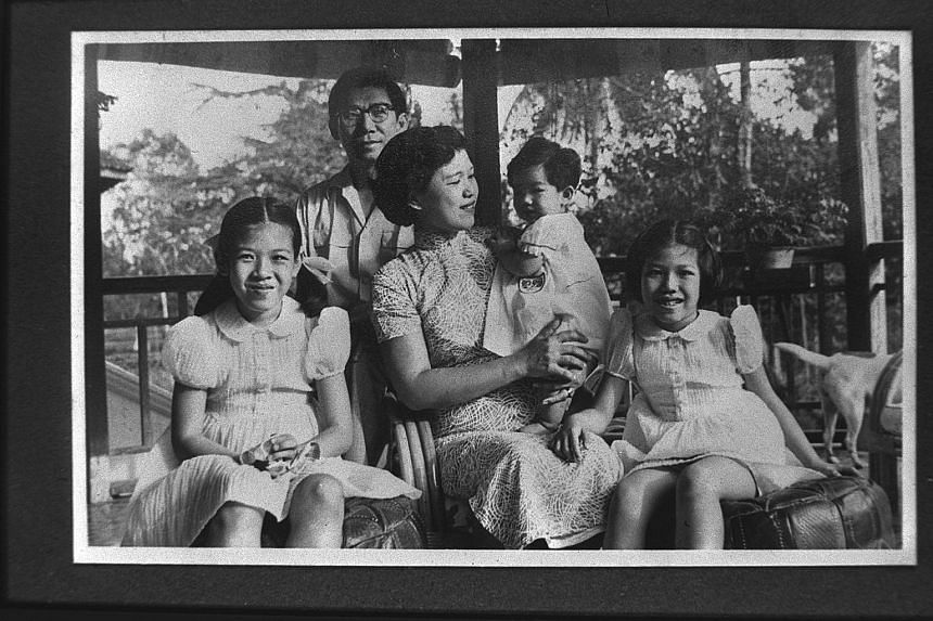 Vivien Goh, with her parents, elder sister Sylvia and younger sister Patricia. --