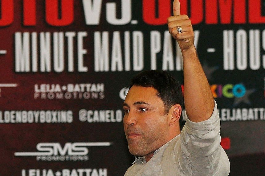 Oscar de la Hoya says money and glamour are not why he wants to making a comeback in boxing.