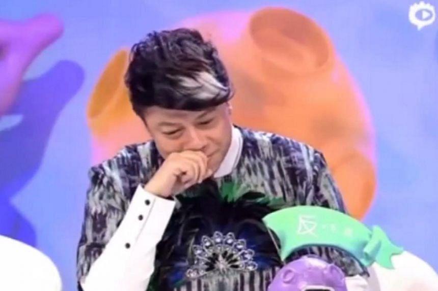 Kevin Tsai crying on online Chinese talk show U Can U Bibi.