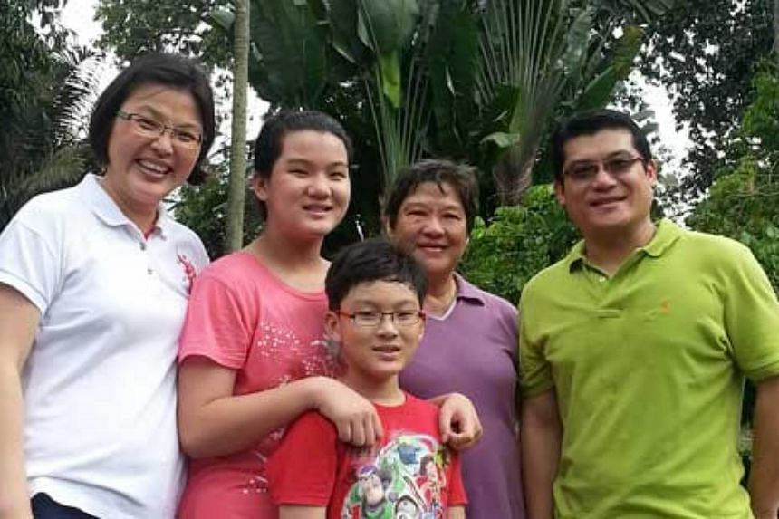 From left Madam Chin, PSLE daughter Yu Tong,son Y-Tsong, mother-in-law Madam Hee Siew Kiow and Madam Chin's husband Mr Cheong Gwan Hoe. Picture courtesy of Madam Chin Lee Yen.