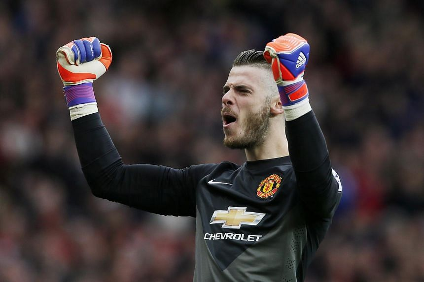Manchester United goalkeeper David de Gea was spotted by fans having lunch with Billionaire Peter Lim during his holiday in Singapore.