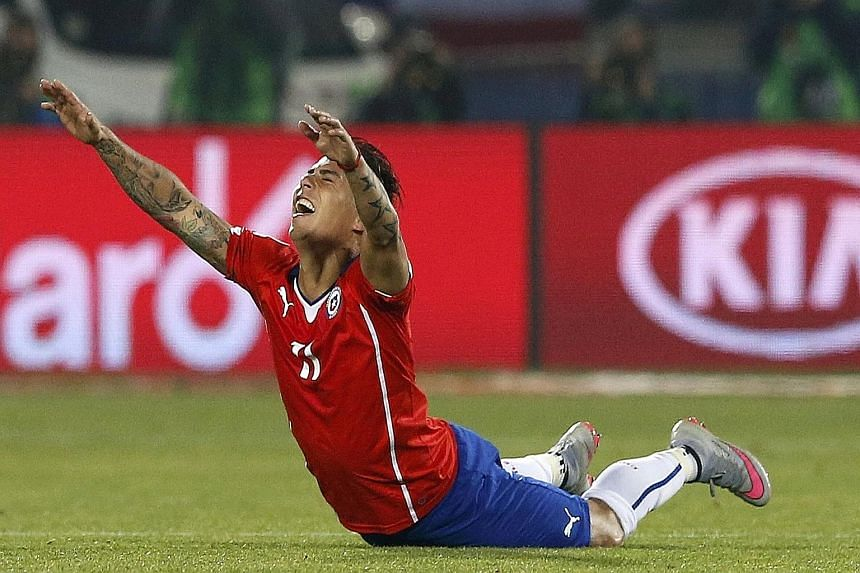 Eduardo Vargas ensures that the home fans can still dream of a first Copa title after the Chile striker is twice on target in the semi-final. Either Argentina or Paraguay await in the final.