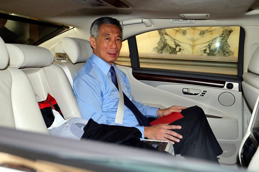 Prime Minister Lee Hsien Loong arriving at court.