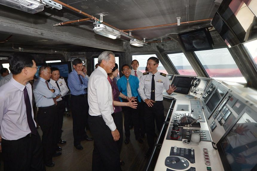LTC Chew Chun-Chau (right), Head of Littoral Mission Vessel Project Office, introduces the Integrated Command Centre to Defence Minister Dr Ng Eng Hen (centre).
