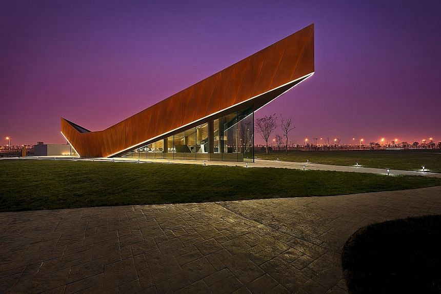 The Vanke Triple V Gallery (right) in Tianjin, a permanent show gallery and tourist information centre, is one of the international works by Ministry of Design, founded by Colin Seah (below).
