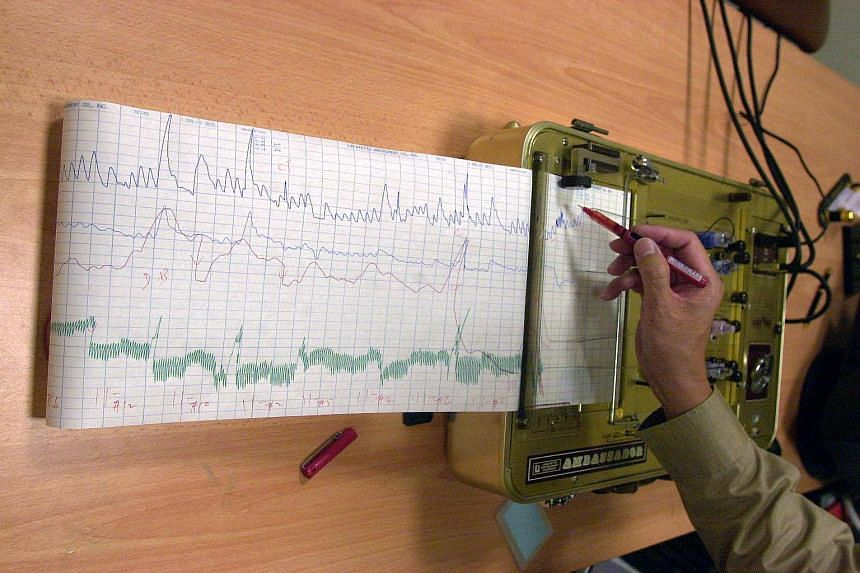 Colombia's government plans to carry out lie detector tests on senior civil servants who allocate contracts to private companies.