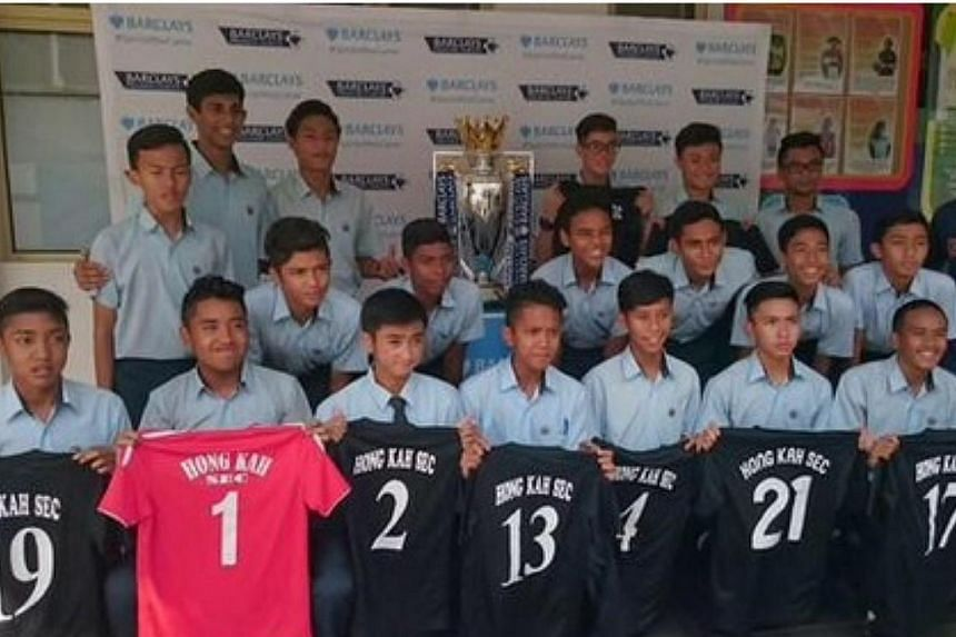 British bank Barclays collaborated with Hong Kah Secondary School to give its students the opportunity to pose for pictures with the Barclays Premier League trophy.