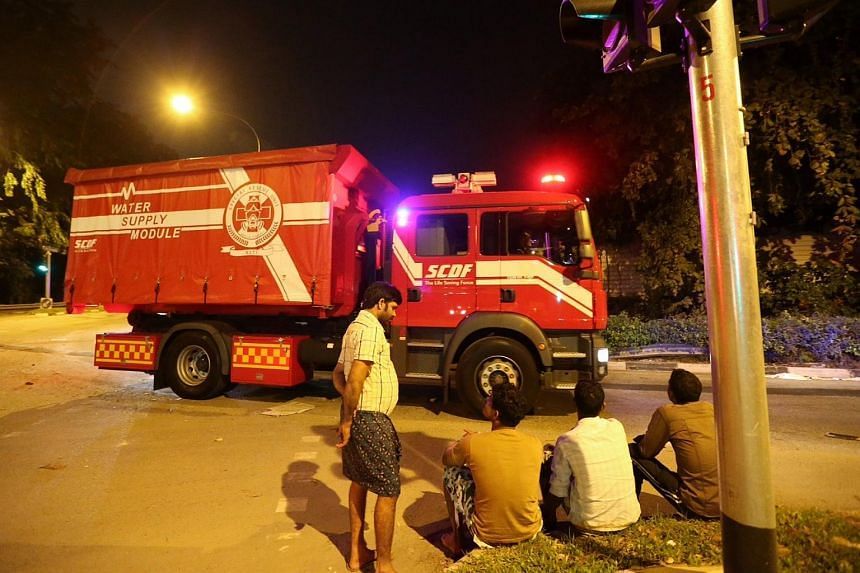 A SCDF water supply module seen entering Jalan Papan at about 2:49am.