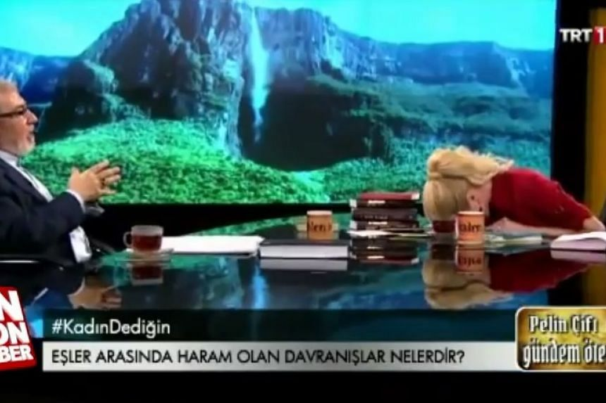 A screenshot shows TV host Pelin Cift collapsing into giggles (right).