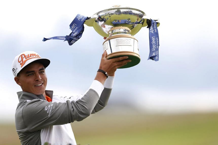 Rickie Fowler holding aloft his Scottish Open trophy.