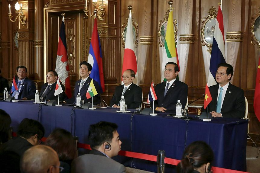 Leaders from the Mekong region countries including Thai Prime Minister Prayut Chan-o-cha (second from right), and Vietnamese Prime Minister Nguyen Tan Dung (right) and Japan attend a joint press during the seventh Mekong-Japan Summit meeting.