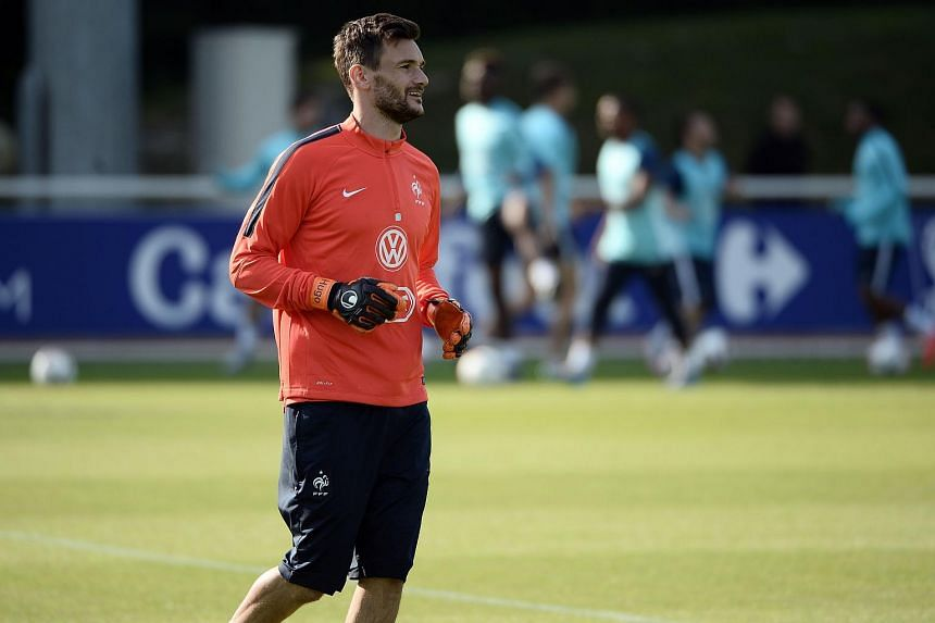 Hugo Lloris warms up during a training session in Clairefontaine-en-Yvelines on June 9, 2015.