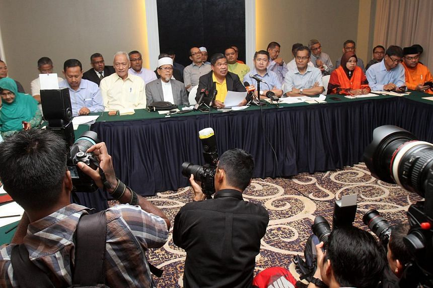 Former PAS deputy president Mohamad Sabu (centre), with members of the new group called Gerakan Harapan Baru at a press conference.