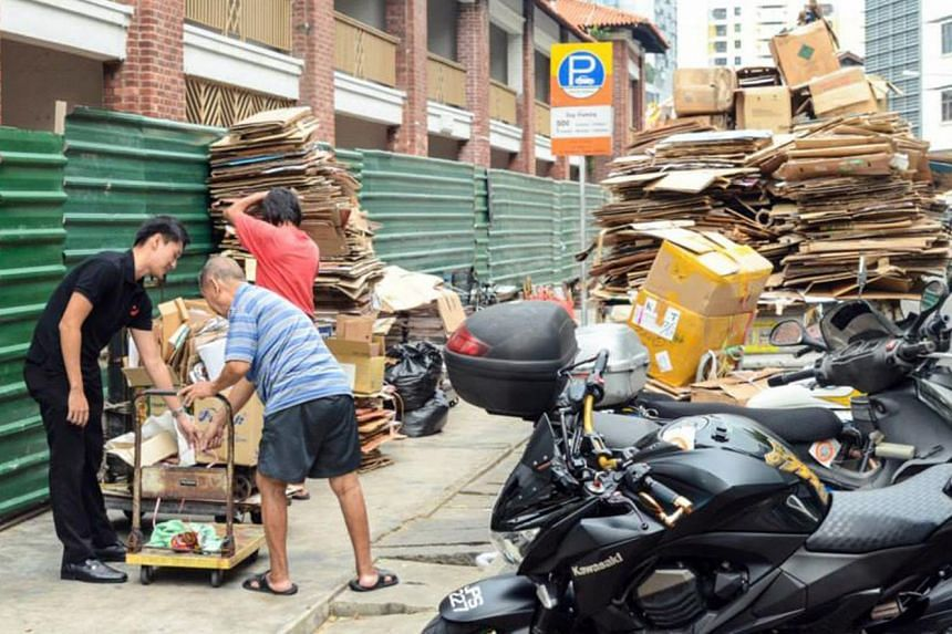 The project was an attempt to try to understand the needs of old folk who collect cardboard for a living, but it soon generated a torrent of criticisms from netizens.