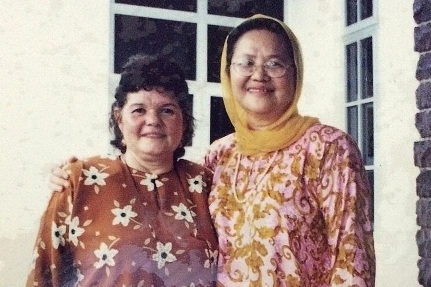 Maria Hertogh, or Nadra Ma'arof (left), reunited with her elder adoptive sister Kamariah Mohd Dahan in Terengganu and niece Rokayah Yusof (right).