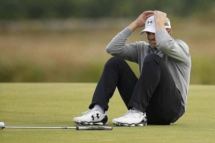 Jordan Spieth is relaxed at practice ahead of the British Open. A win will earn him the ranking as the No. 1 golfer in the world. Fans are also hoping for a duel with other young guns like Rickie Fowler and Dustin Johnson.