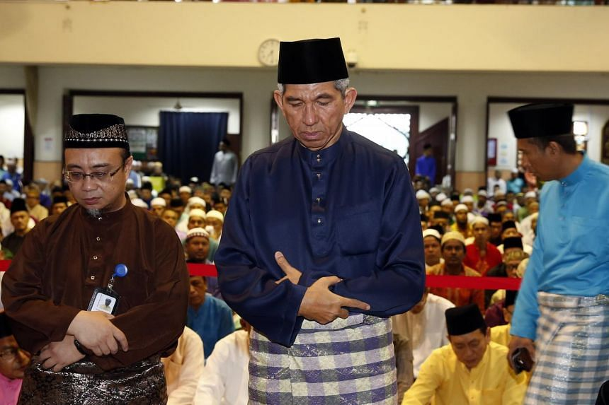 Minister for Communications and Minister-in-charge of Muslim Affairs, Dr Yaacob Ibrahim, attending the Eidulfitri Prayers at Alkaff Kampung Melayu Mosque.