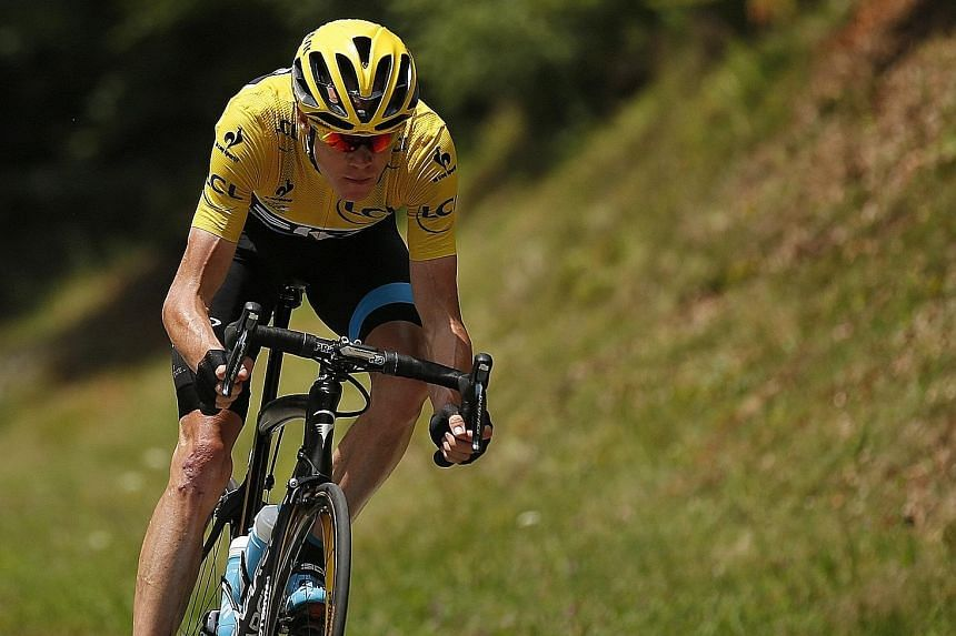 Chris Froome's chances of a second Tour de France title look good as he has a commanding 2:52 lead with just over a week to go.